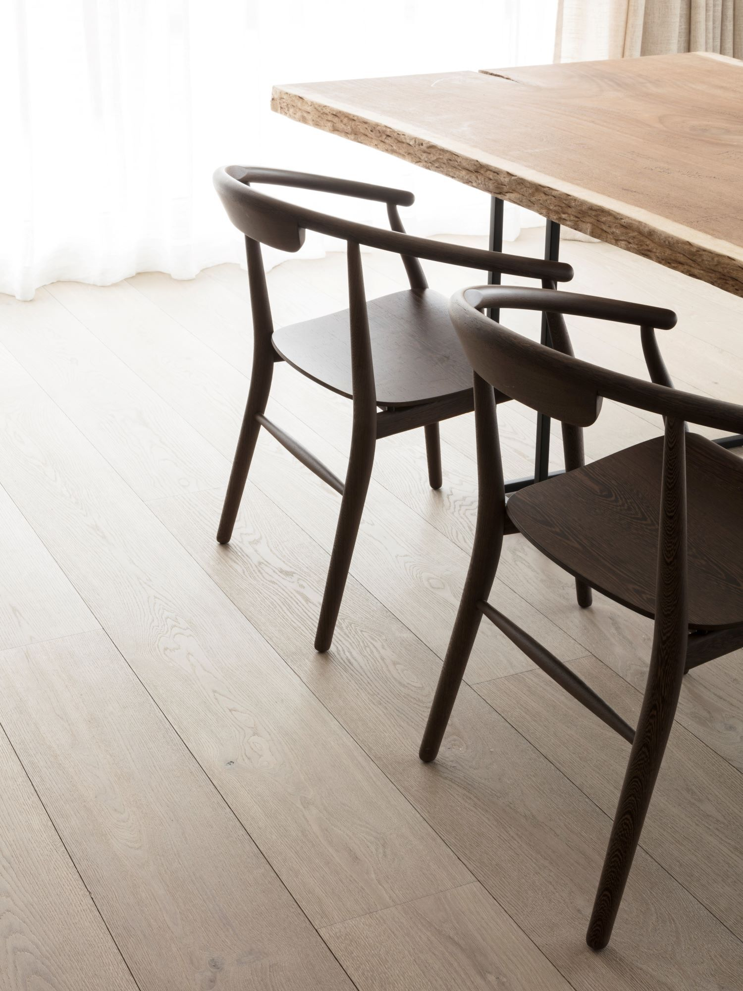 LONDON BLOOMSBURY with dining chairs small