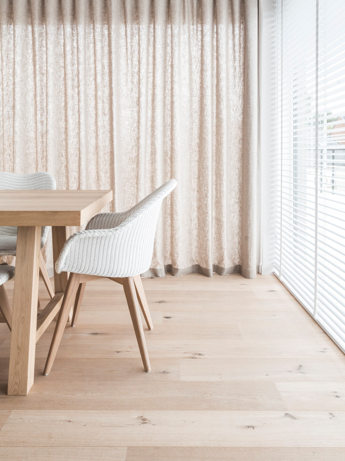 MONTCLARE light oak floor in dining room