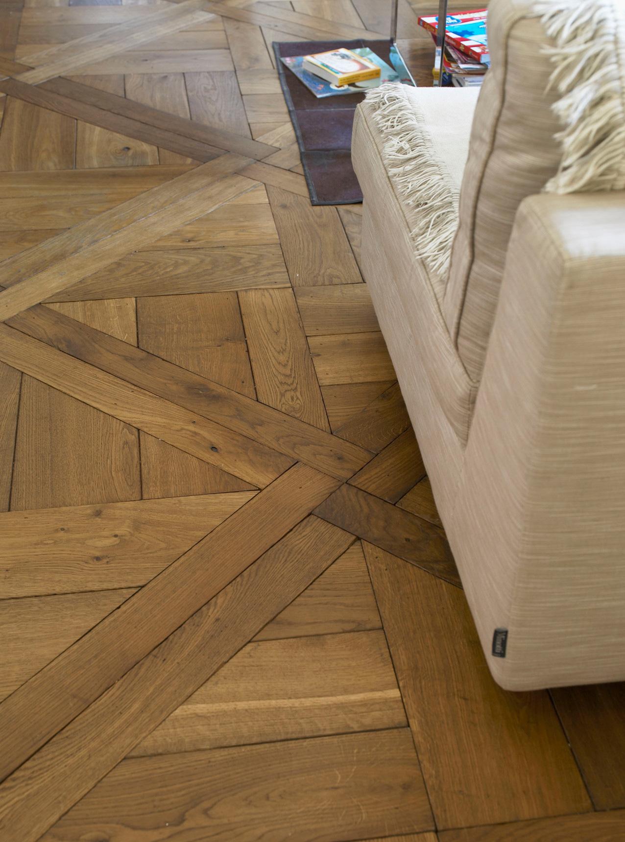 Oak landmark dalton albert panel with cream sofa
