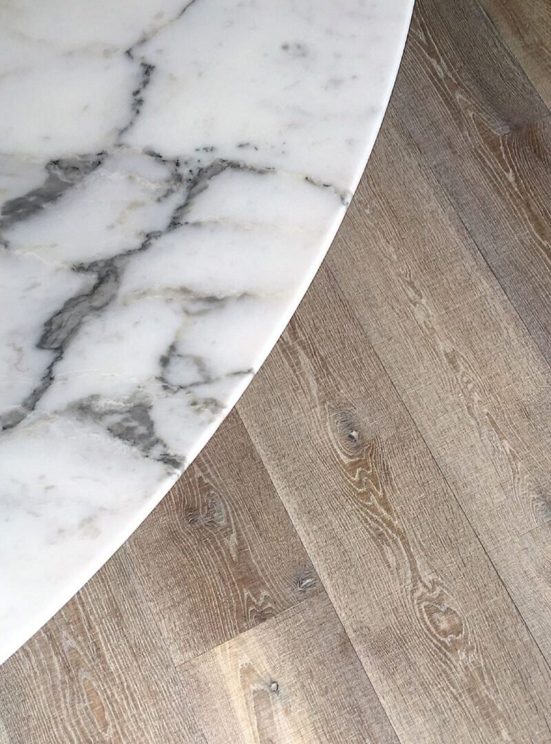 Oak tate bute with marble table