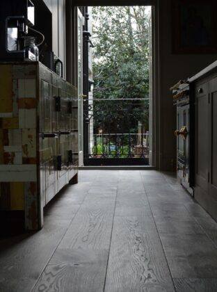 Magma mayon oak floor in kitchen