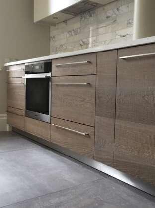 Oak tate bute on kitchen units