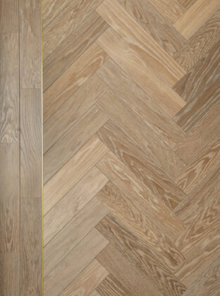 Oak landmark dyrham herringbone with double border and brass inlay